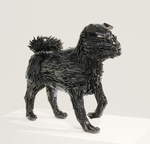El perrito de la Marquesa de Pontejos, escultura de vidrio de la artista Martha Konowska.