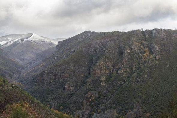 Paisaje en el que se observa el pliegue del Courel en la provincia de Lugo.