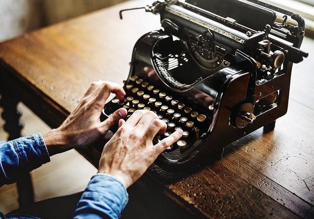 ¿A qué se dedican los esritores? Foto: Pixabay.