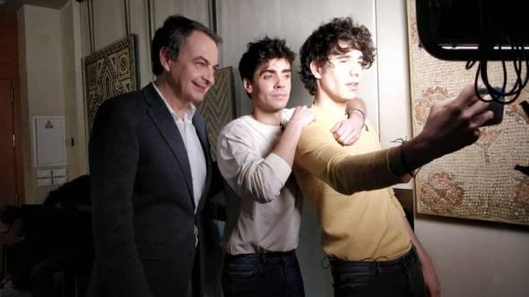 El expresidente del Gobierno José Luis Rodríguez Zapatero con Javier Calvo y Javier Ambrossi mantendrán una charla sobre la ley del matrimonio homosexual en uno de los capítulos de la serie 'Nosotrxs somos'.
