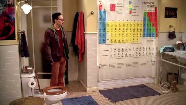 La cortina de baño de la casa de Sheldon Cooper en la serir The Big Bang Theory es una tabla periódica.
