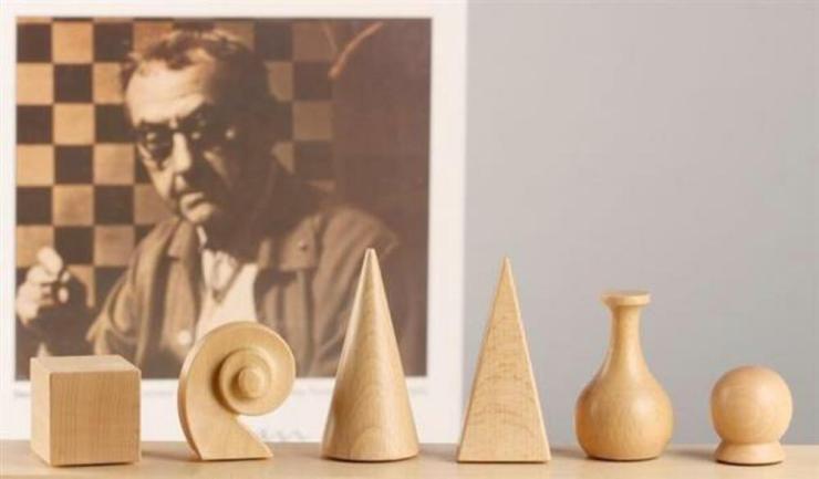Fichas ajedrez surrealista Man Ray