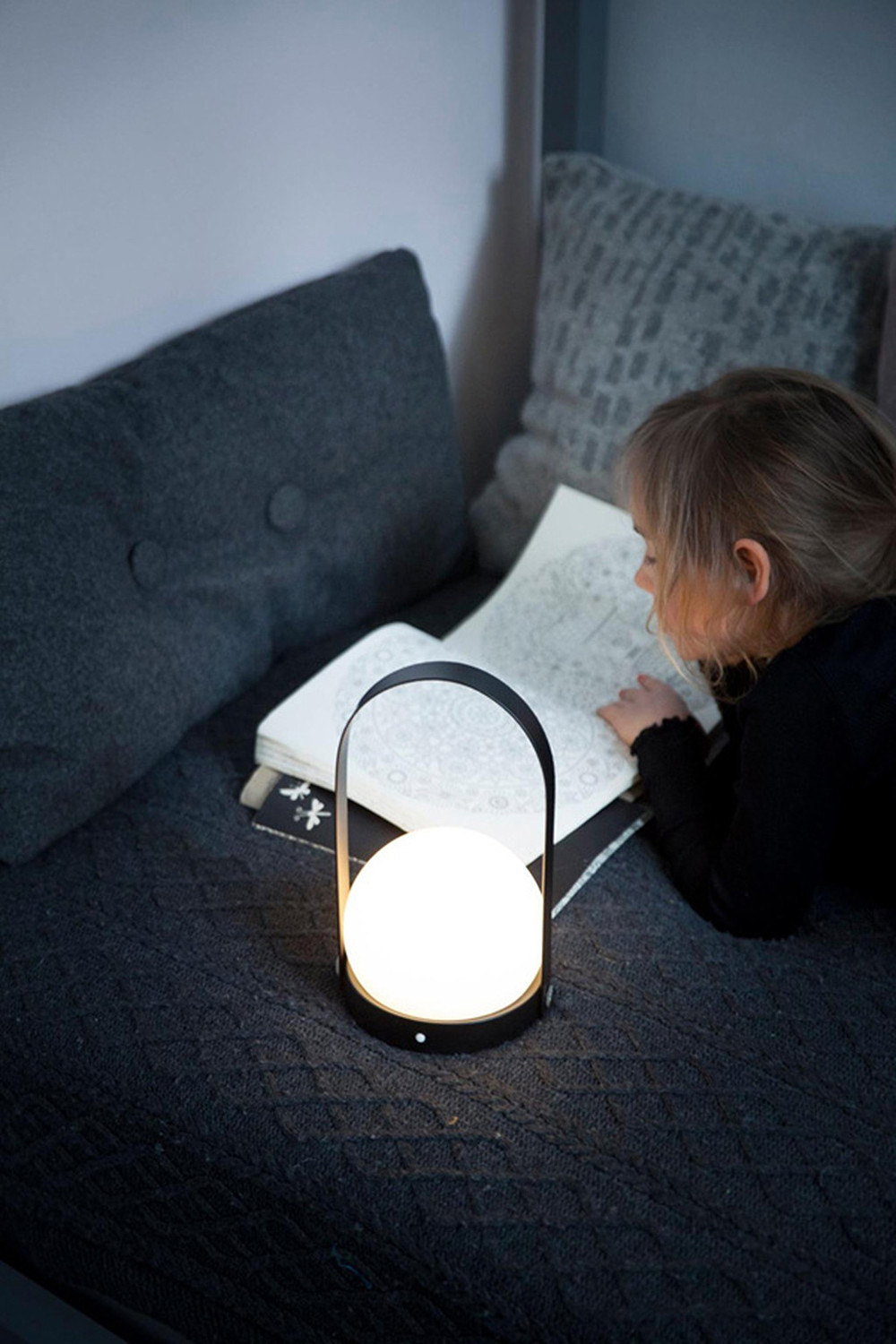 Lámpara sin cables para niños. Carrie LED Lamp de Menu