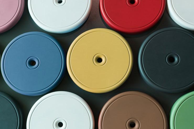 Cojines de colores para niños. Sentat. Colección Punto de Inma Bermúdez. Elástica Magazine