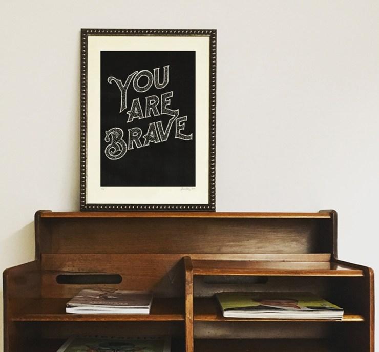 Print quote You Are Brave de Anna Ruiz diseñadora, ilustradora y printmaker