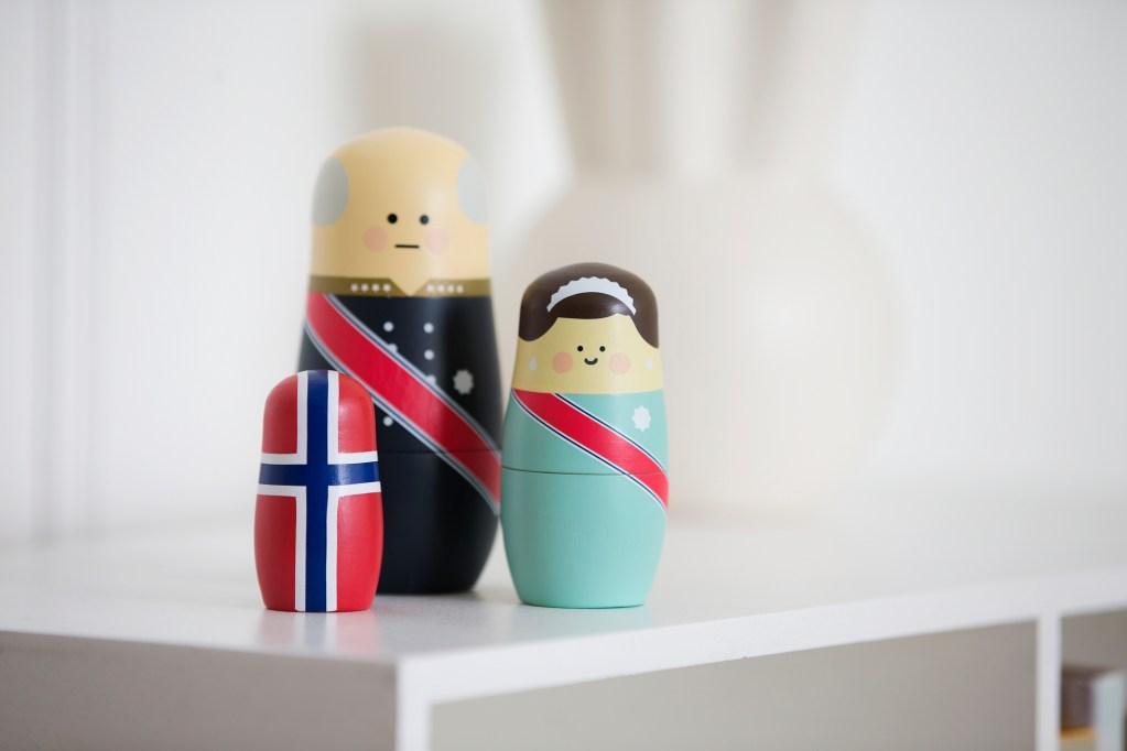 Matrioskas, muñecas rusas, nesting dolls. Royals