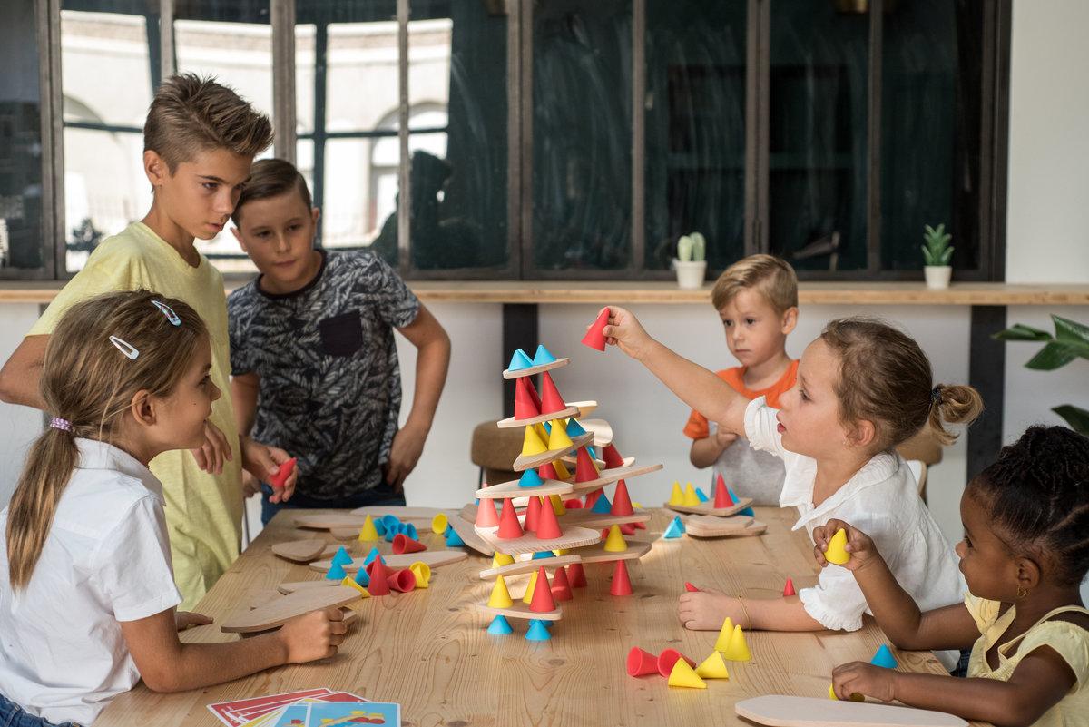 Juego de construcción de diseño de la marca francesa OPPI Toys. Elástica magazine