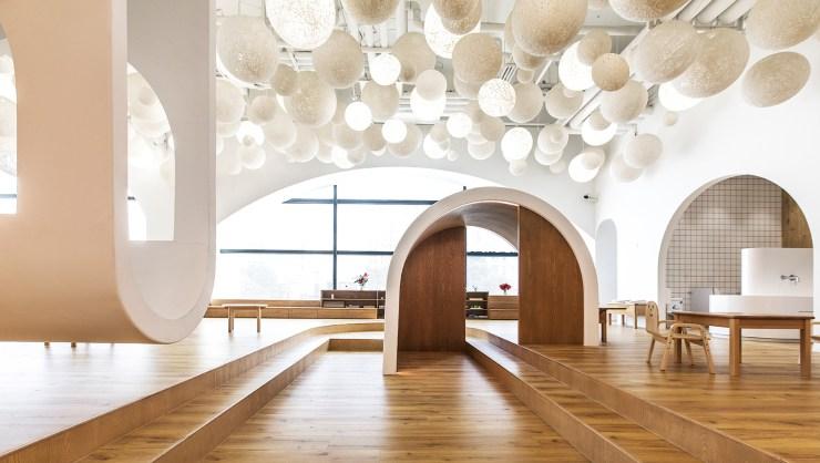 guardería 123+ shanghai método montessori bolas blancas en el techo