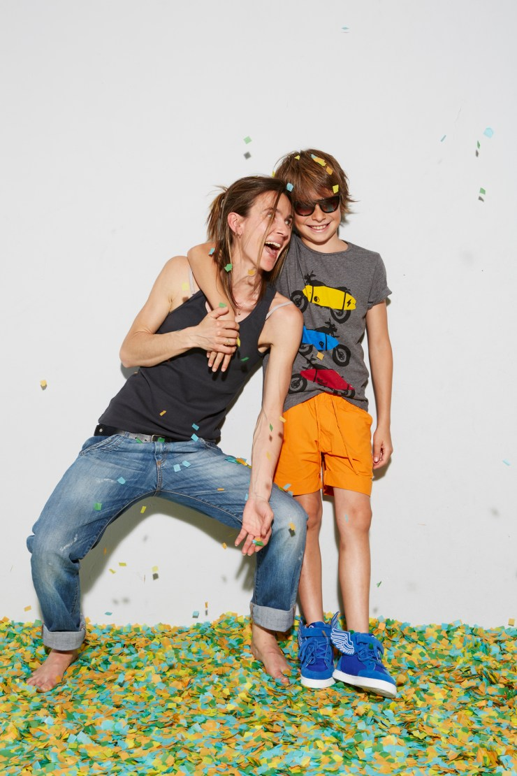 Andrea Miró, diseñadora de Yporqué Kids, con su hijo Matías en el décimo aniversario de la marca