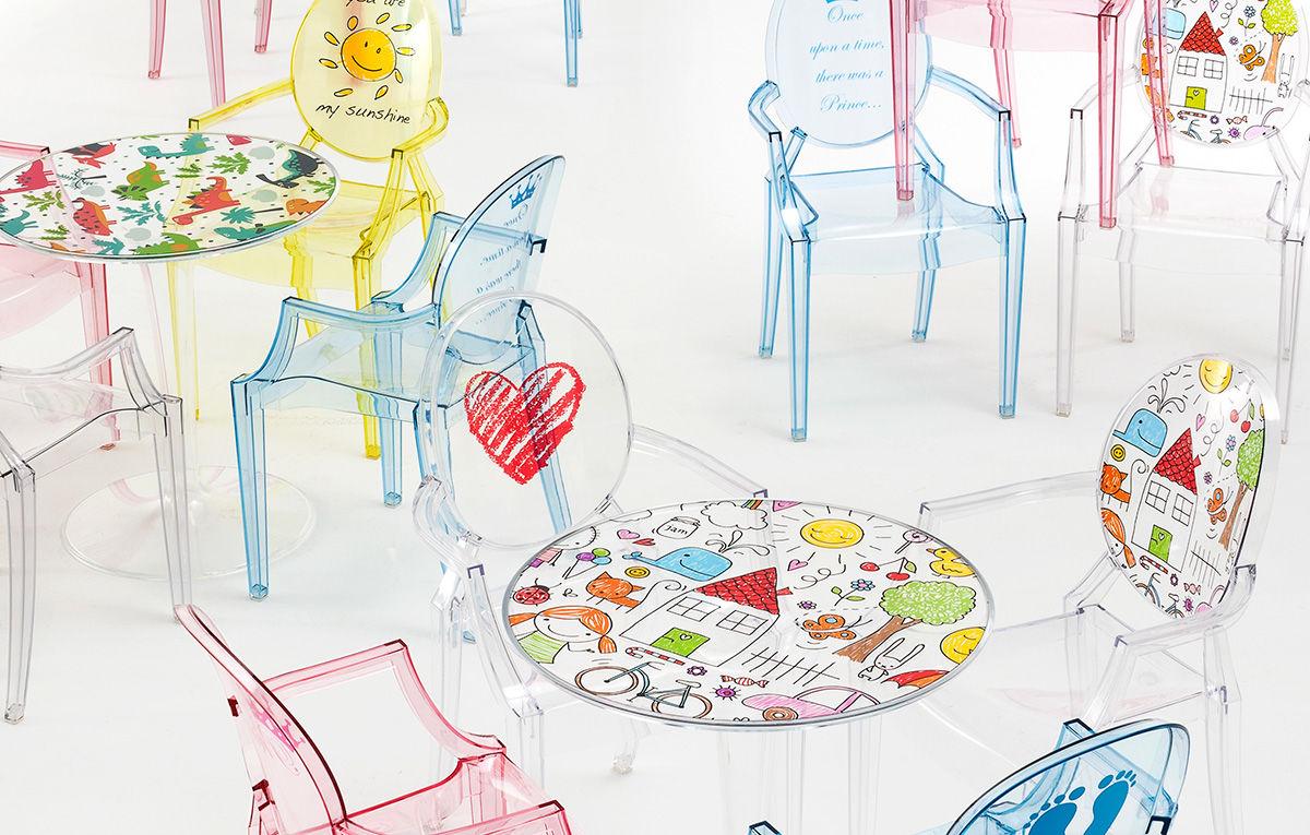 Kartell Kids sillas y mesas transparentes con dibujos