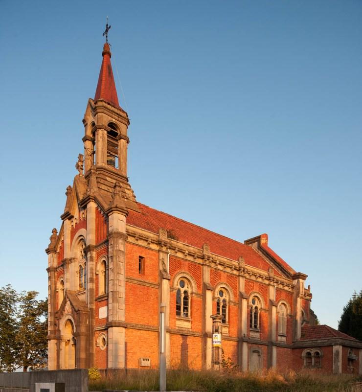 Iglesia de Santa Bárbara en Llanera, Asturias.