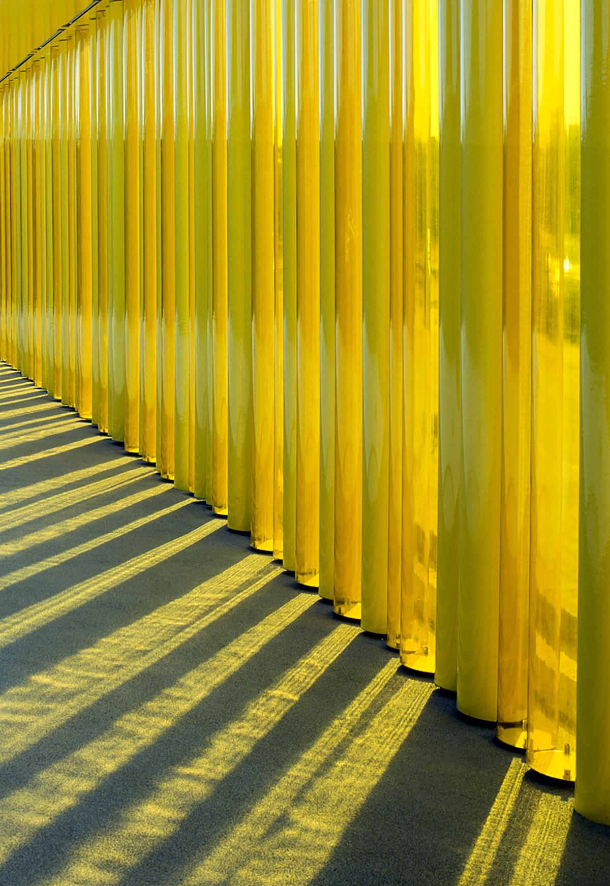 Guarderia El Petit Comte llar d'infants. RCR Arquitectes. Reflejo luz a través de tubos amarillos