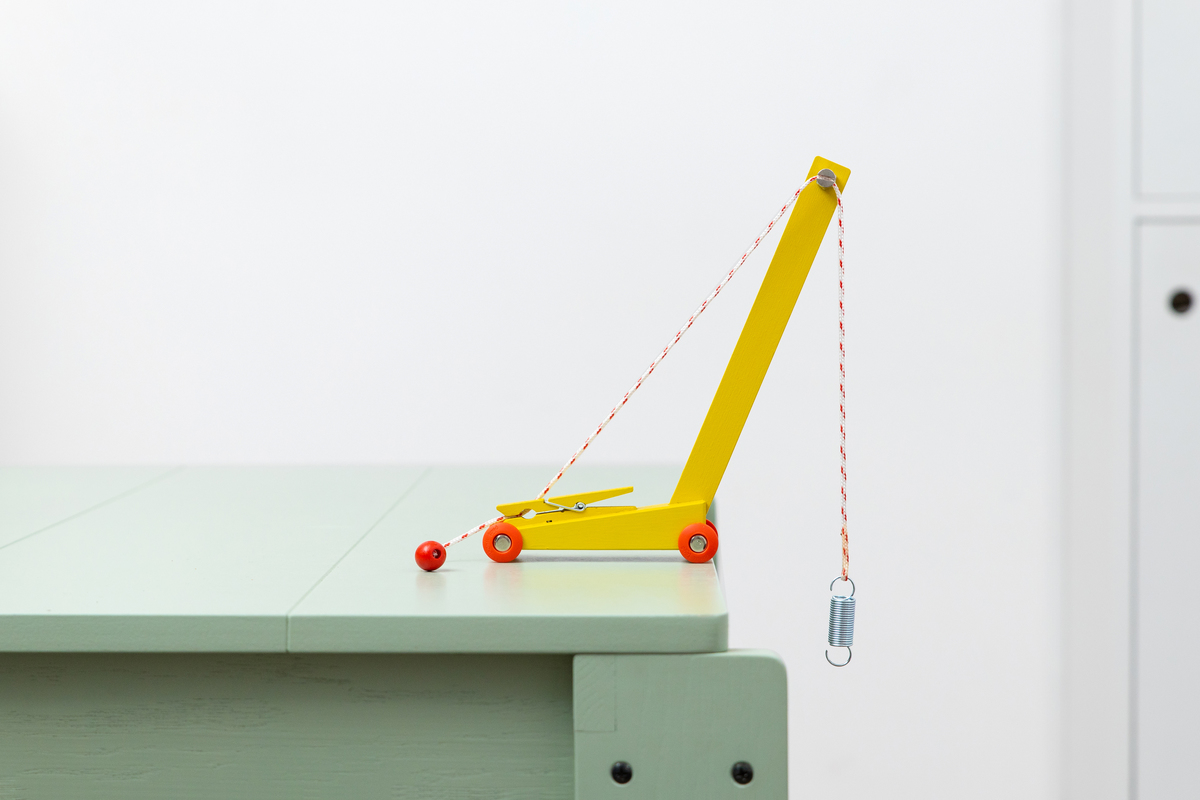 juguetes de diseño Ikonic. Grúa Floris Hovers
