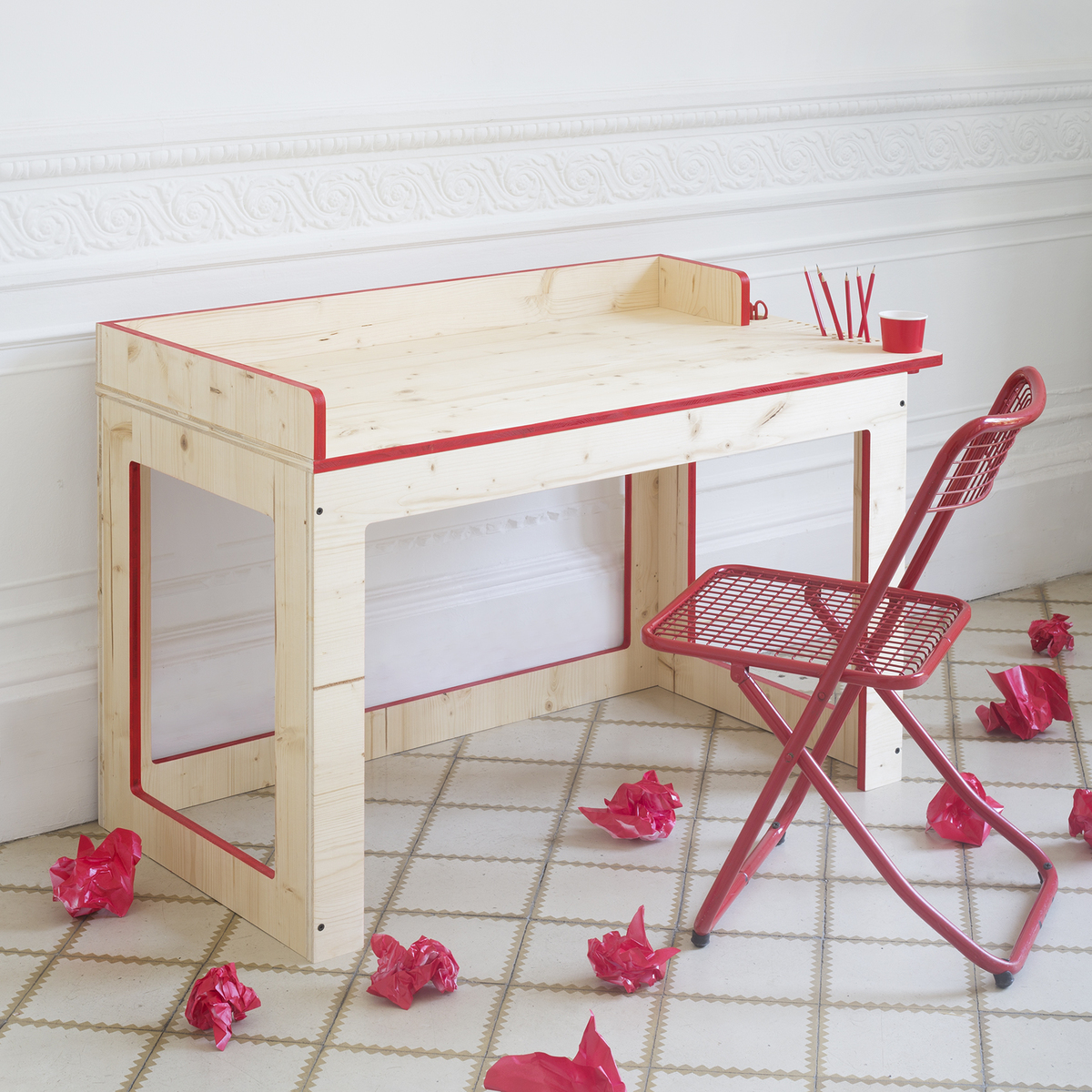 XO In My Room - muebles infantiles.  mesa de madera