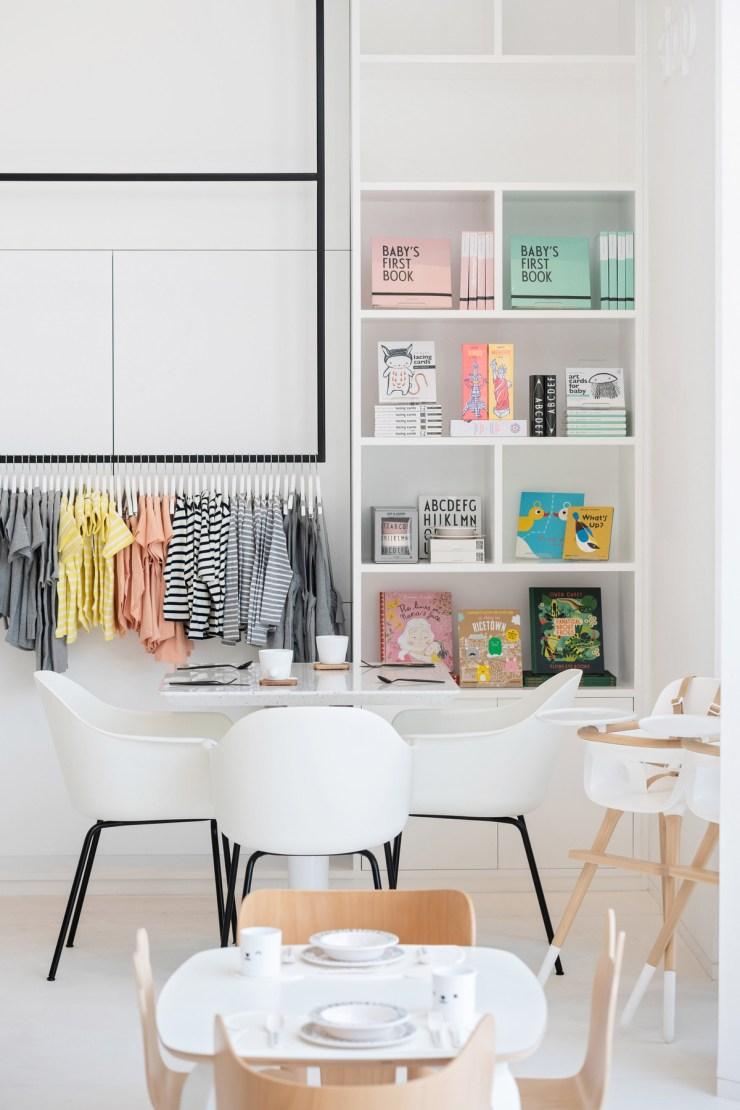 Restaurante para niños White and The bear. Dubai. Interiorismo minimalista. Concept Store