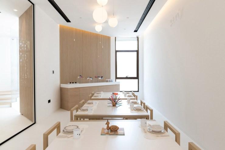 Restaurante para niños White and The bear. Dubai. Interiorismo minimalista
