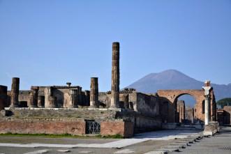 Pompeia com Vesúvio ao fundo
