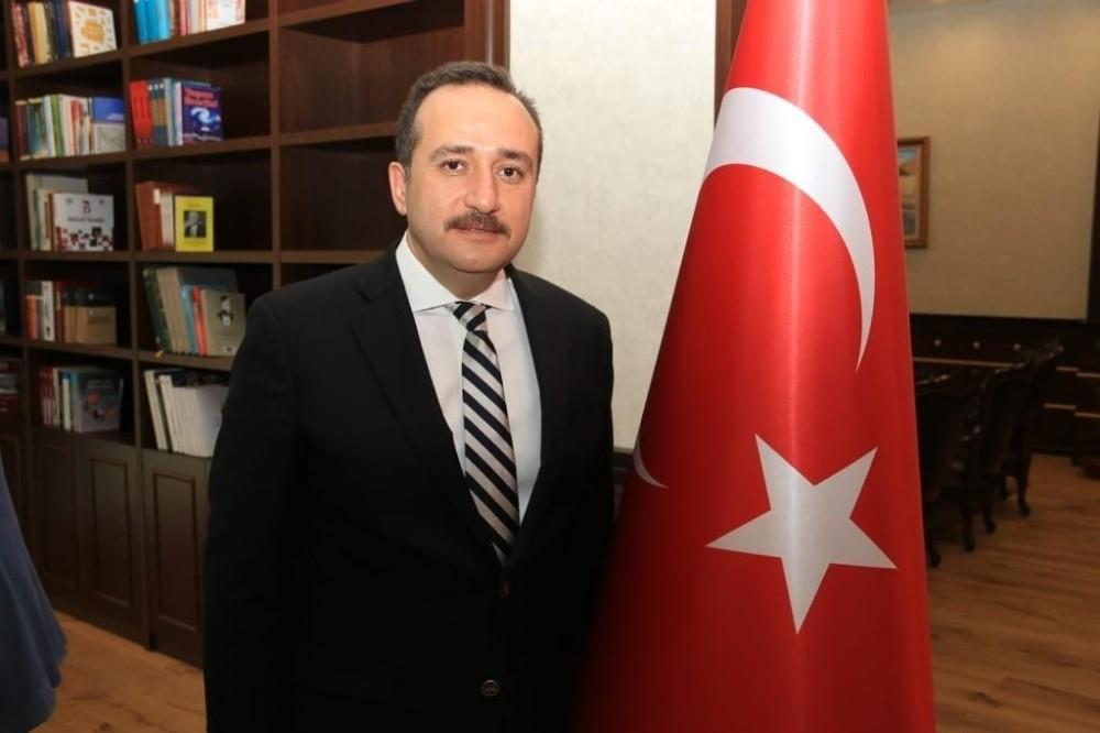 """Milletvekili Ağar,"""" DHKP-C'li katillerinin fotoğrafını binasına asanlar da haindir, alçaktır'"""