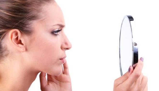 ظهور الشعر الزائد في الوجه لدى النساء … 5 أسباب وطرق إزالته