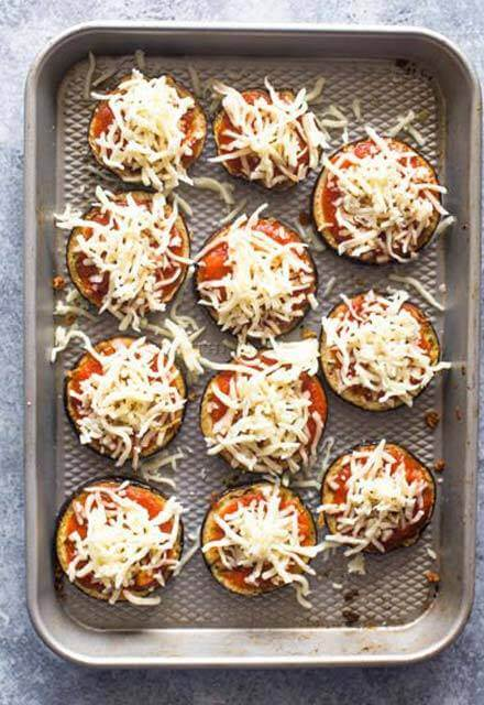 طريقة عمل بيتزا شرائح الباذنجان بالجبن بالصور