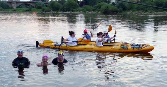 Foto I. Brunar: Schwimmer von links nach rechts: Wolter, Seidel, Kettritz mit Begleitboooten
