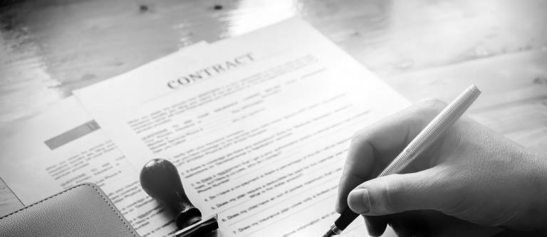 Las indemnizaciones por los daños y perjuicios causados por la suspensión o ampliación de plazos de los contratos del sector público a consecuencia del COVID-19 o CORONAVIRUS