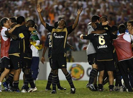 Liga Tri-Campeón de América: Fotos y goles de la conquista de la Copa Sudamericana 2009.  (6/6)