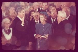 Ronald Reagan prestando juramento en su segundo mandato.