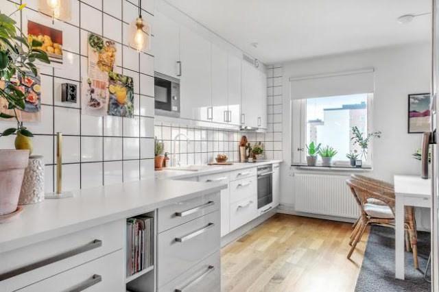 DECO   Una cocina en blanco llena de luz