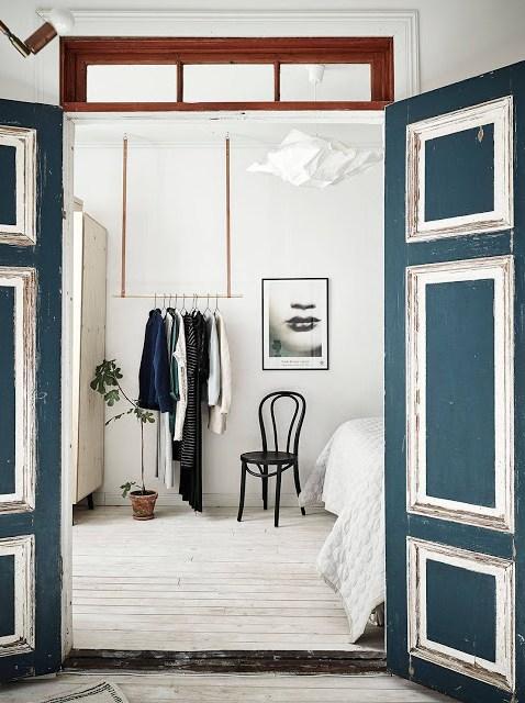 decoracion-estilo-nordico-puerta-azul