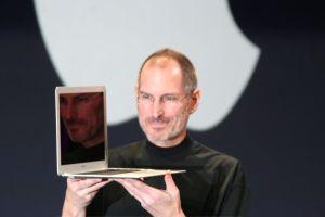 liderazgo autoritario. Steve Jobs