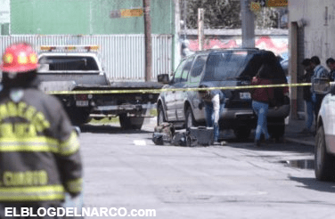 Localizan tres ejecutado en vehículo abandonado cerca de la Fiscalía del Edomex