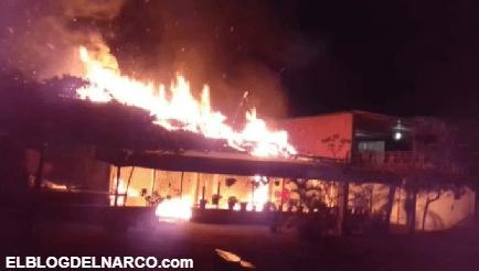 """Convoy de sicarios rafaguean y le prenden fuego a 2 restaurantes de mariscos """"El Parroquín"""" en Veracruz"""