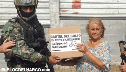 Fotos de Pistoleros del Cártel del Golfo entregando despensas a la gente pobre en Matamoros