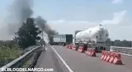 Sicarios correlones de SRDL atacan a Policías, los elementos los hicieron correr y quemaron vehículos