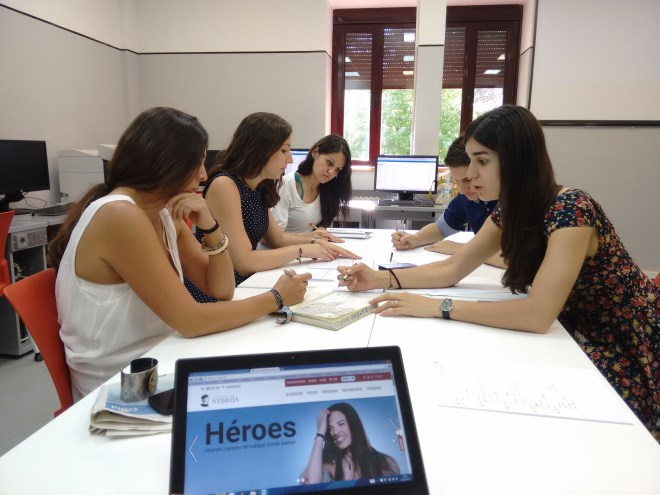 Simulación de una reunión de escaleta por parte de un grupo de alumnos del Máster de Periodismo en Televisión Antena 3 - Universidad Antonio de Nebrija.