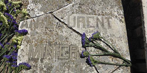 Lápida J. Laurent por Carlos Teixidor