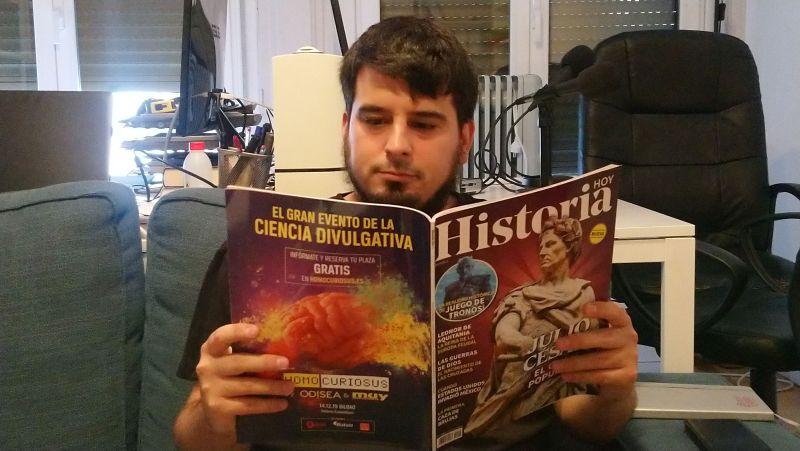 Leyendo la Revista Historia Hoy