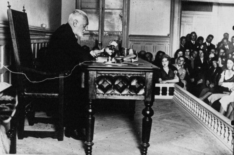 Miguel de Unamuno en una conferencia en el año 1932