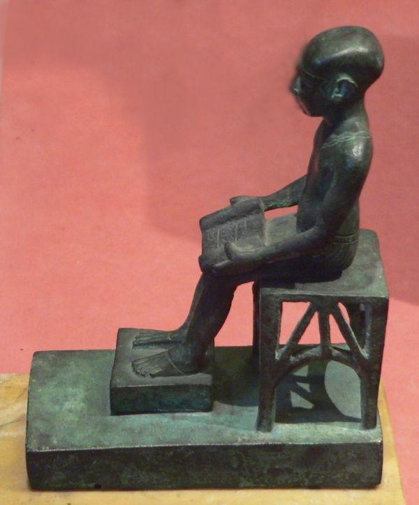 Estatuilla de imhotep, arquitecto de Saqqara