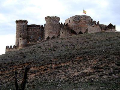 Castillo de Belmonte desde la carretera de acceso