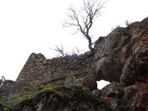 Vista desde abajo del Castillo de Rochafrida