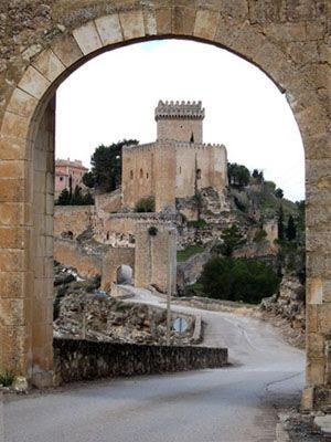 Alarcón - Castillo desde la puerta de la muralla