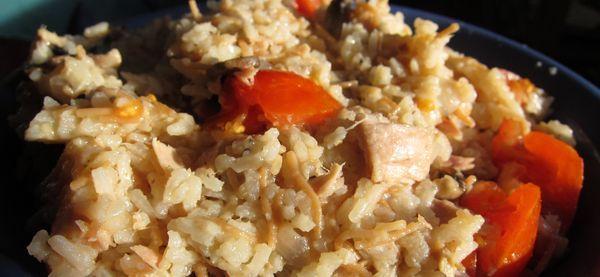 Ensalada de arroz, atun, tomate y champiñones