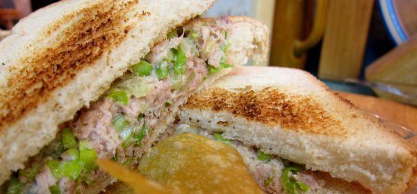 sandwich de atun y apio