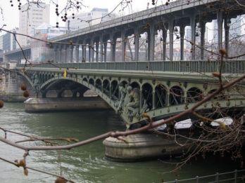 Puente de Bir-Hakeim sobre el Sena.