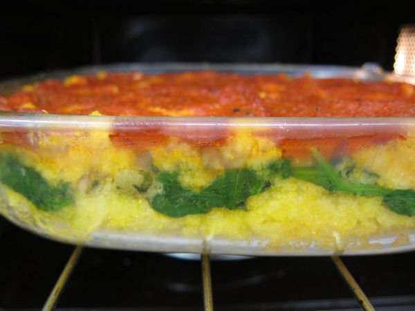 Pastel de polenta con espinacas 11