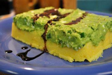 Pastel de polenta y aguacate
