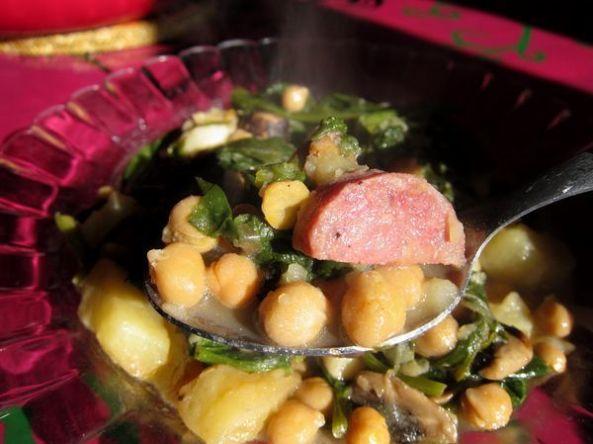 potaje-de-garbanzos-con-espinacas-y-salchichon-de-jabali-