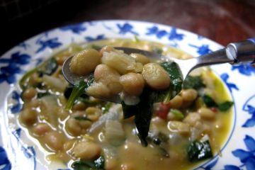 alubias pochas picantes con espinacas